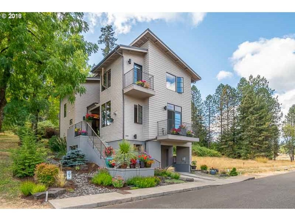 1892 COUSTEAU LOOP SE, Salem OR 97302